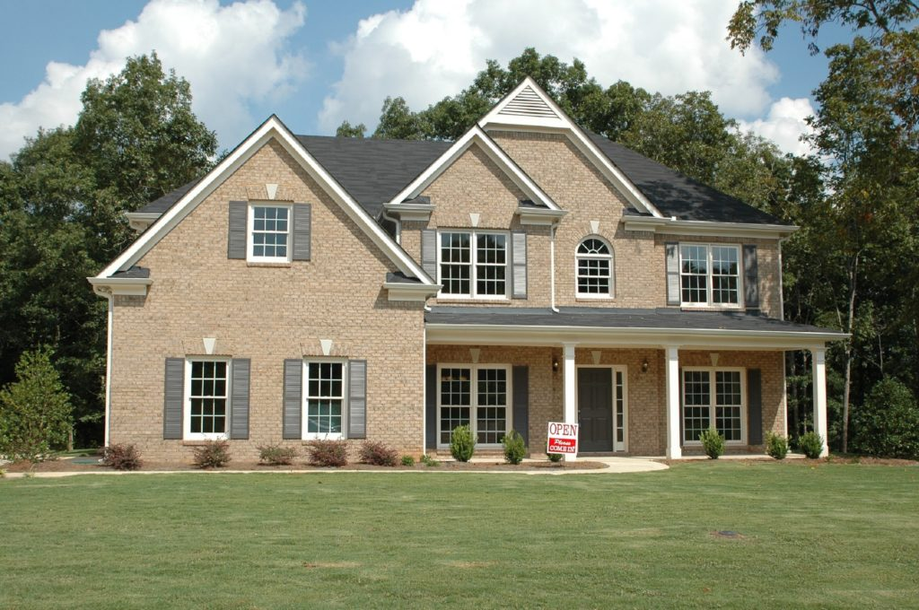 Picture of brick house in Murfreesboro for H and H Real Estate Appraisal.